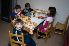 kids-table-630x420