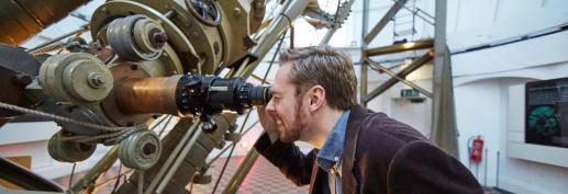 Telescope_astronomer_banner_L8627-031